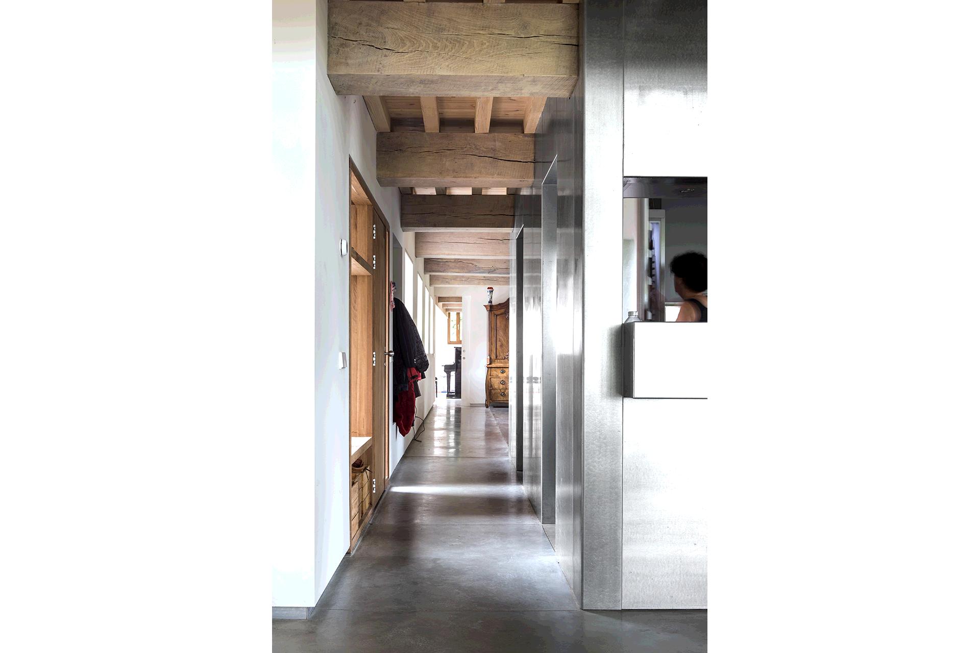 doorzicht zichtlijn woonhuis huis bouwen interieur hout staal beton