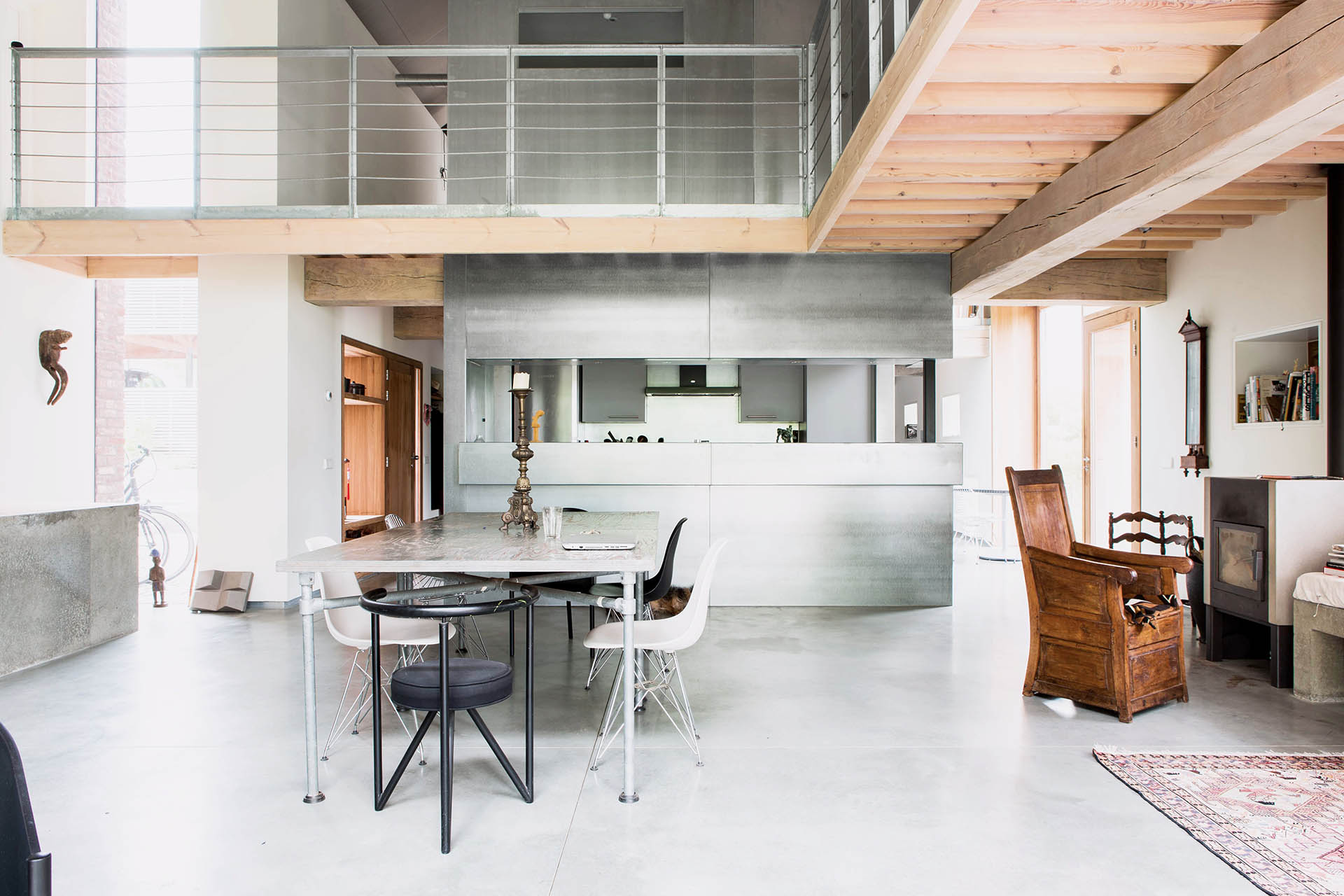 interieur industrieel hout staal beton