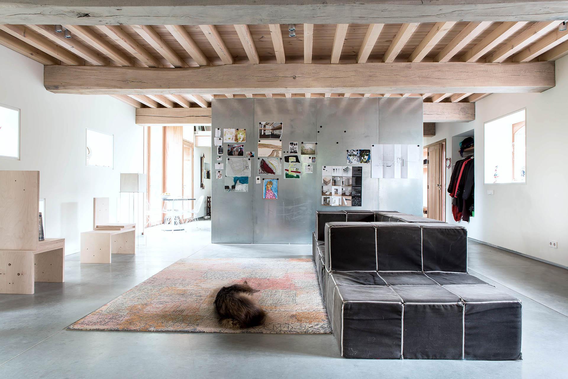 interieur staal hout beton design bank kubus licht eikenhout interieur