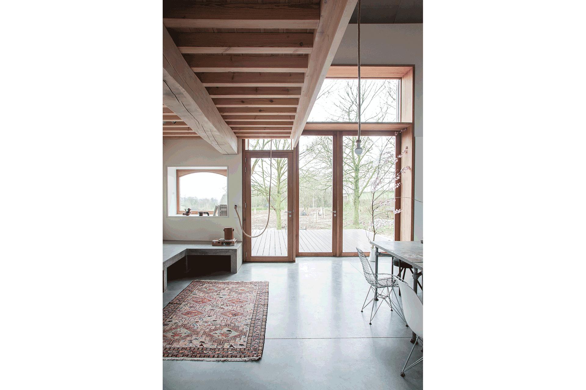 interieur vide plafond hout houtkozijn uitzicht licht woning huis interieur