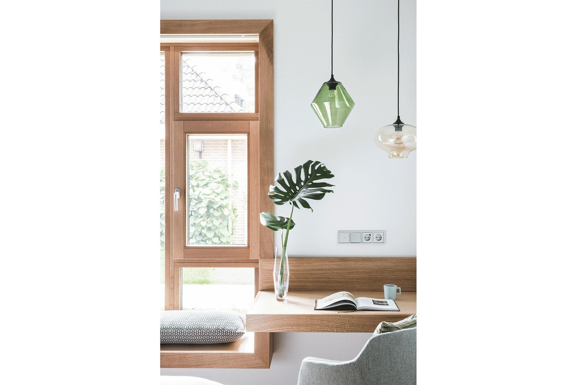 architect zoetmulder hout kozijn bankje verlichting costum-made plant groen duurzaam kussen hotel design hotelkamer