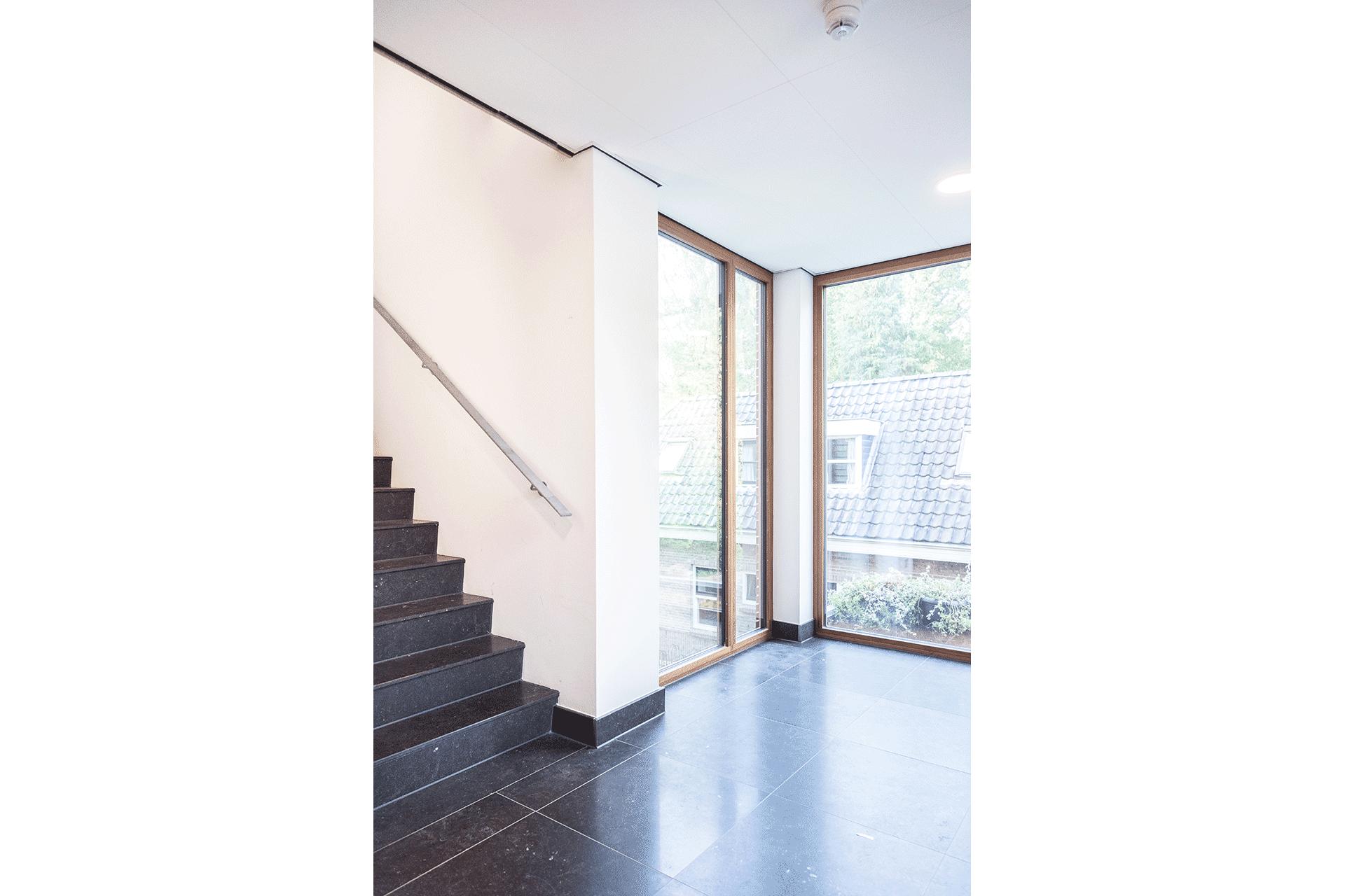 hotel lobby hoteldesign natuursteen uitzicht licht duurzaam passief huis