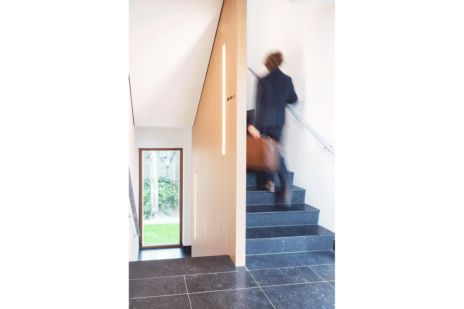 trap natuursteen hotel uitzicht hout hoteldesign duurzaam