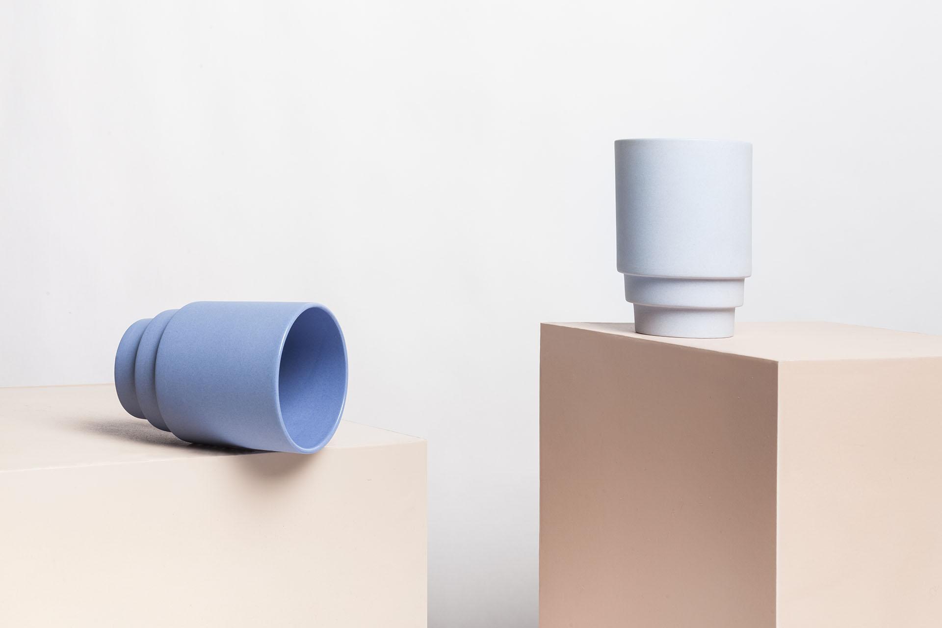 blauw grijs monday mug plastisch getal design productdesign productontwerp keramiek porselein serie dom van der laan
